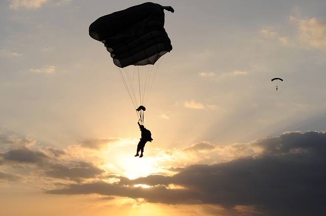 parachute-80088_640